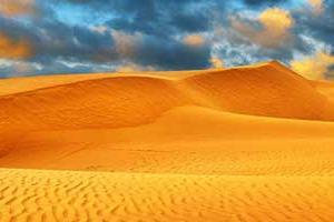 ηλιοβασίλεμα στην έρημο