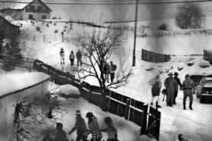 ασπρόμαυρη φωτογραφία, απόκριες, άνρθωποι, χιόνι
