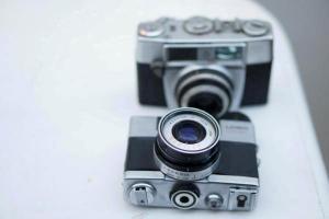 δύο φωτογραφικές μηχανές