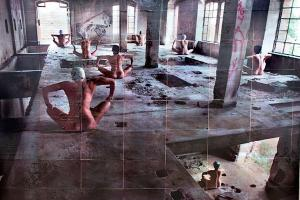 Becoming an Image / κολλάζ φωτογραφιών με κολυμβήτριες τοποθετημένες σε εγκαταλελλειμένο χώρο