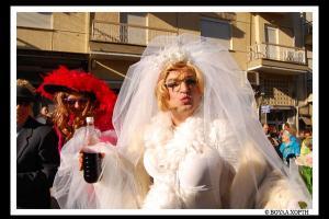 άντρας ντυμένος νύφη στα ρουγκατσάρια