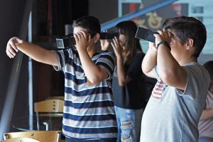 παιδιά με αυτοσχέδιες μηχανές ανακαλύπτουν τον κόσμο της φωτογραφίας
