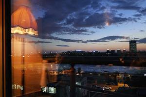 θέα από παράθυρο, αντανάκλαση φωτός, δρόμος, δειλινό