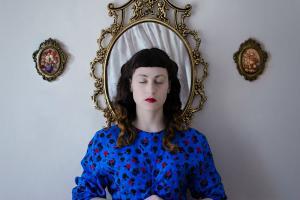 αυτοπορτραίτο / από τη σειρά Οικογενειακή Υπόθεση, 2014-15